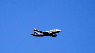 Λαχτάρα στον αέρα: Οι αλλόκοτοι ελιγμοί αεροσκάφους λόγω ισχυρών ανέμων