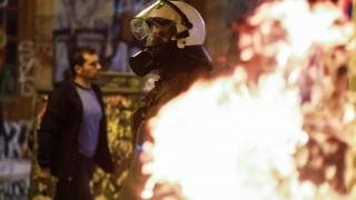 Ομόνοια: Επεισόδια, δακρυγόνα και φωτιές μετά από πορεία για το θάνατο Νιγηριανού μετανάστη