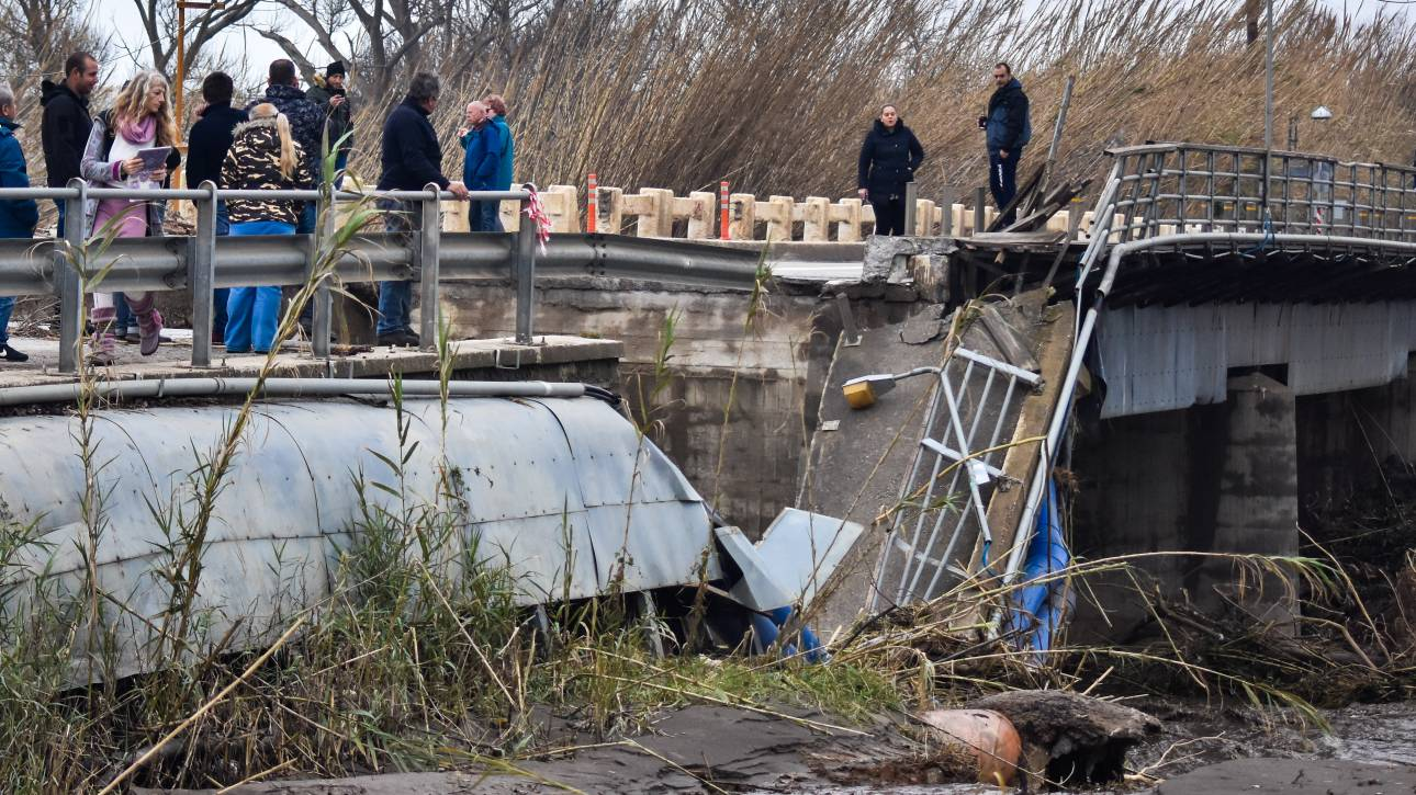 Βίντεο: Tο μέγεθος της καταστροφής από την κατάρρευση της γέφυρας του Πλατανιά