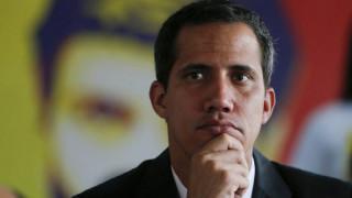 Βενεζουέλα: Ο «ατρόμητος» Γκουαϊδό επιστρέφει στο Καράκας – Επιπλέον κυρώσεις των ΗΠΑ