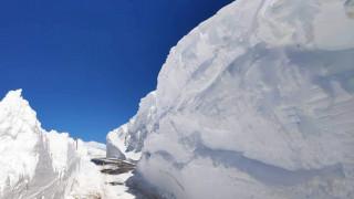 Εντυπωσιακές εικόνες: Το Βελούχι «θάφτηκε» έξι μέτρα κάτω από το χιόνι
