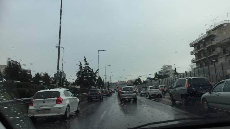 Κυκλοφοριακό «έμφραγμα» στους δρόμους της Αθήνας: Πού παρατηρούνται προβλήματα