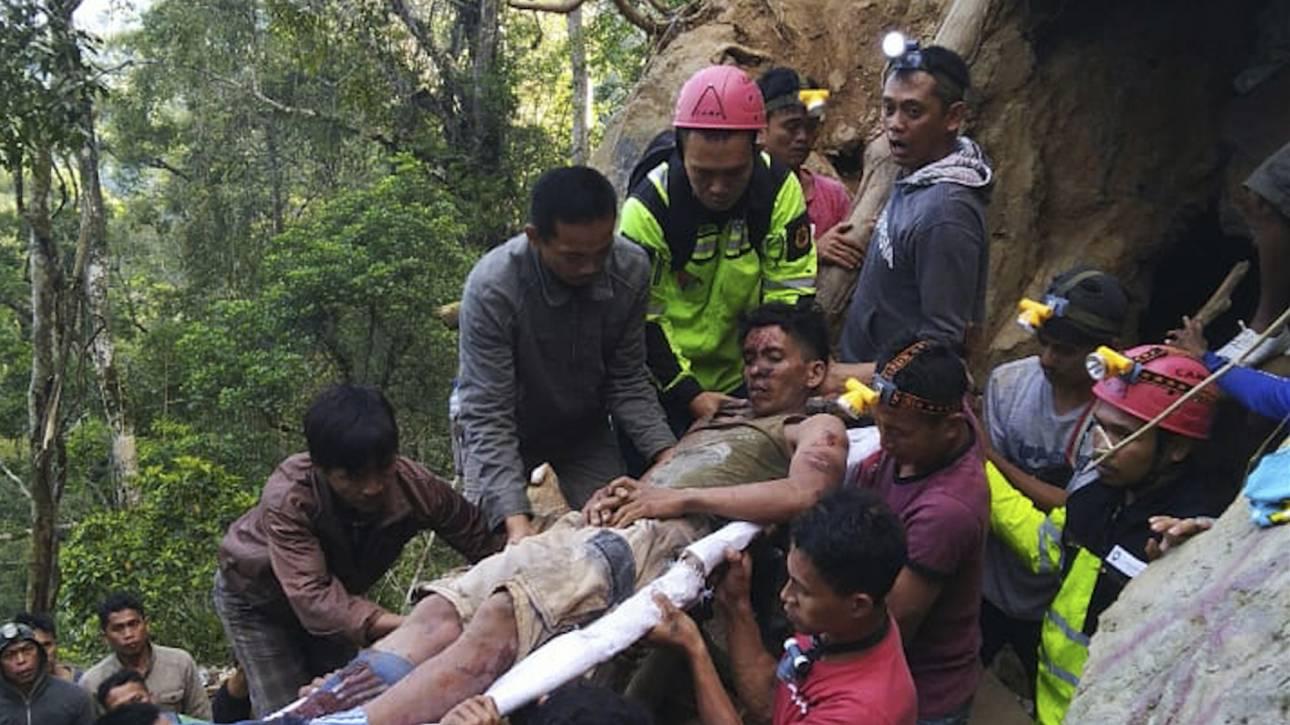 Κατάρρευση παράνομου χρυσωρυχείου στην Ινδονησία: Ένας νεκρός και δεκάδες εγκλωβισμένοι