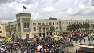 Σκηνές πανικού στον κεντρικό σιδηροδρομικό σταθμό του Καΐρου - Δεκάδες νεκροί και τραυματίες