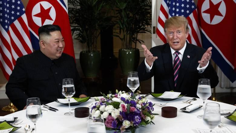 Δείπνο σε πολύ φιλικό κλίμα για Τραμπ και Κιμ Γιονγκ Ουν - Τι περιελάμβανε το μενού