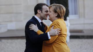 Διέψευσαν τα σύννεφα στη σχέση τους Μακρόν και Μέρκελ - Ανοιχτό το ενδεχόμενο παράτασης του Brexit