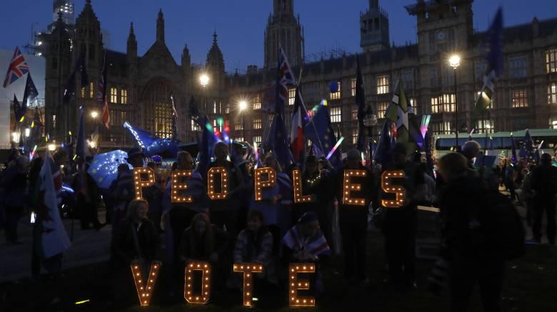 Brexit: Απέλπιδα προσπάθεια των Βρετανών - Εγκρίθηκε το σχέδιο Μέι για αναβολή