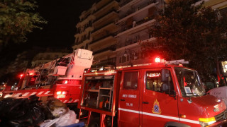 Στις φλόγες διαμέρισμα στη Βάρκιζα - Απεγκλωβίστηκε νήπιο χωρίς τις αισθήσεις του