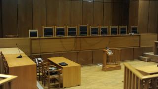 Άνω-κάτω δικαστήριο στο Βόλο: Γυναίκα επιτέθηκε σε δικηγόρο
