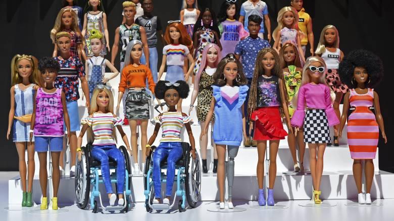 Μπορεί η Barbie ν' αλλάξει τον κόσμο; Όχι, αλλά μπορεί να δείξει έναν κόσμο που αλλάζει