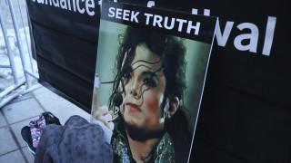 Νέες αποκαλύψεις για τον Μάικλ Τζάκσον: «Από τις αγκαλιές και τα χάδια στο στοματικό σεξ»