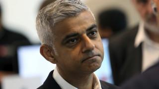 Ο δήμαρχος του Λονδίνου καλεί τη Μέι να αναβάλει το Brexit