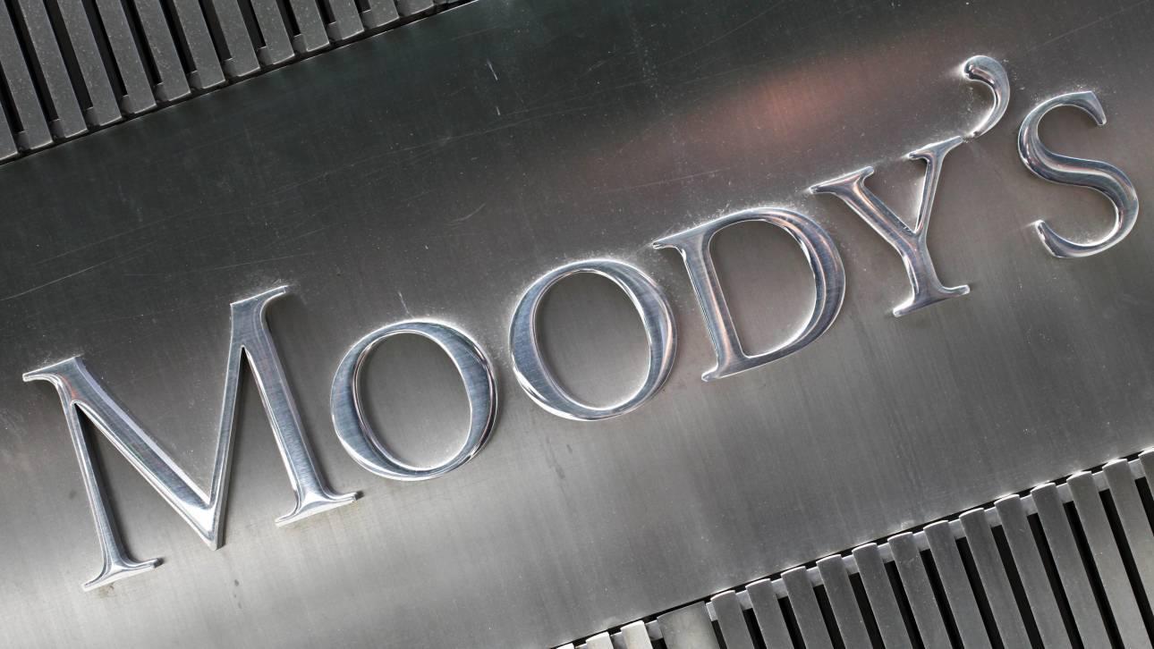 Moody's: Διπλή αναβάθμιση της ελληνικής οικονομίας