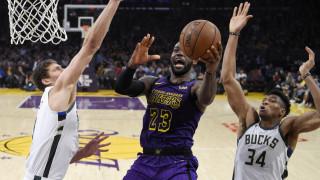 Σούσουρο στο NBA: O ΛεΜπρόν Τζέιμς εκνευρίστηκε και αγνόησε τον Αντετοκούνμπο