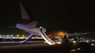 «Μας φώναζαν πηδήξτε»: Τρόμος στον αέρα μετά από έκρηξη σε αεροπλάνο