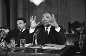 """1968 Ο Μάρτιν Λούθυερ Κινγκ προσπαθεί να συγκεντρώσει """"ένα στρατό"""" φτωχών, με στόχο να διαμαρτυρηθούν στην Ουάσινγκτον. απαιτώντας δουλειές και ίσες ευκαιρίες."""