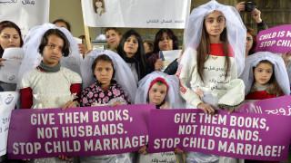 Λίβανος: Ανήλικες νύφες διαμαρτυρήθηκαν υπό βροχή