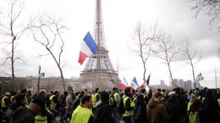 Ξανά στους δρόμους της Γαλλίας τα «κίτρινα γιλέκα» - Συγκρούσεις και επεισόδια