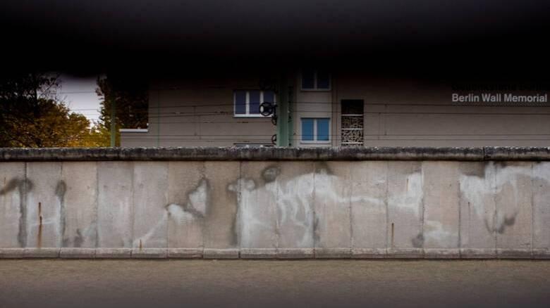 Γερμανία: Τριάντα χρόνια μετά την πτώση του Τείχους οι διαφορές παραμένουν