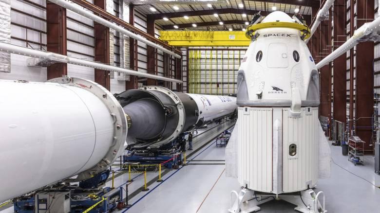 Η κάψουλα Dragon της SpaceX έφτασε στον Διεθνή Διαστημικό Σταθμό