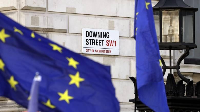 Πιθανή η καθυστέρηση του Brexit αν το κοινοβούλιο απορρίψει τη συμφωνία της Μέι