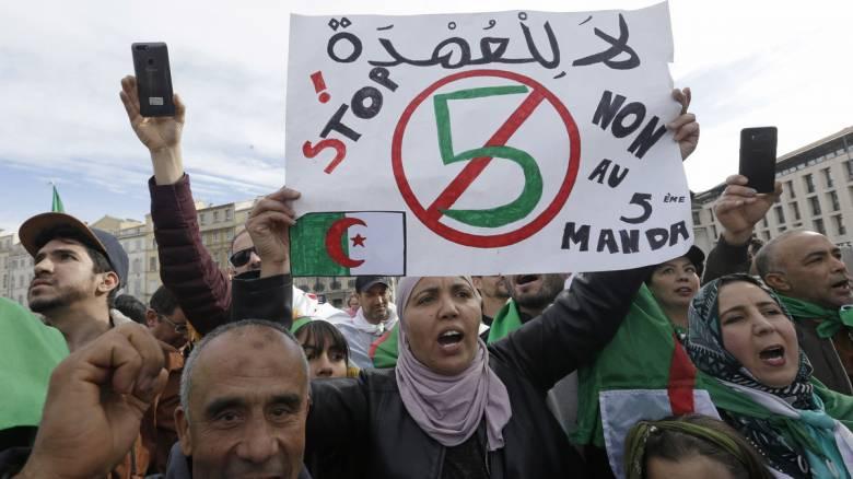 Παρίσι: Στους δρόμους Αλγερινοί κατά του προέδρου Μπουτεφλίκα