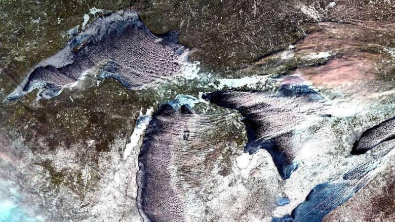 Απίστευτες εικόνες: Οι χαμηλές θερμοκρασίες πάγωσαν μεγάλες λίμνες των ΗΠΑ