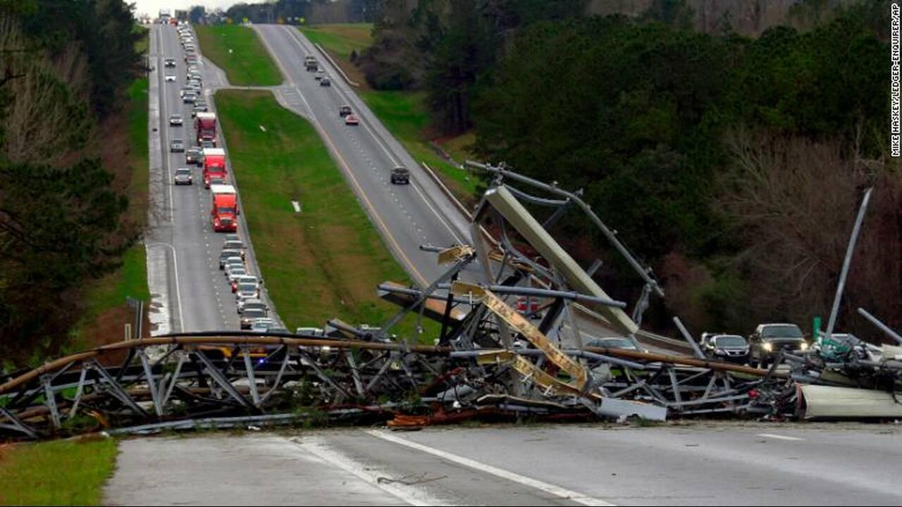 https://cdn.cnngreece.gr/media/news/2019/03/04/167808/photos/snapshot/190303204009-05-alabama-tornado-damage-exlarge-169.jpg