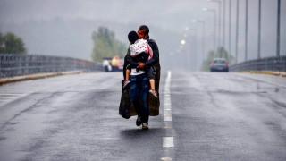 Γιάννης Μπεχράκης: Η ιστορία πίσω από την εμβληματική φωτογραφία με τον «πατέρα σούπερμαν»