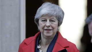Brexit: Για «δωροδοκία» κατηγορούν τη Μέι