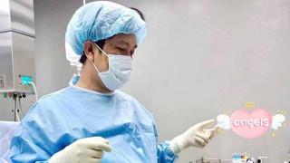 Viral: Νεογέννητο μωρό αρπάζει το γιατρό και δεν τον αφήνει να φύγει!