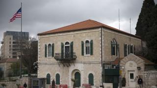 «Το τελευταίο καρφί στο φέρετρο»: Υπεστάλη η σημαία από το προξενείο των ΗΠΑ στην Ιερουσαλήμ