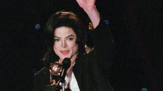 Μια σκέψη για τον Μάικλ Τζάκσον: Όταν ο καλλιτέχνης σφάλει, καταδικάζουμε τον ίδιο ή το έργο του;