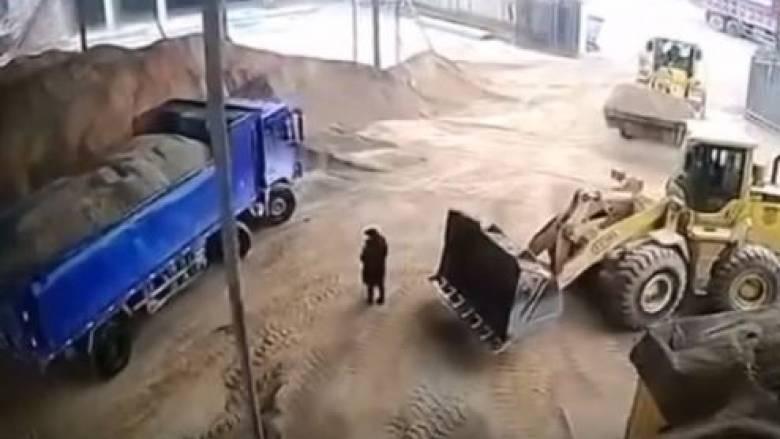 Κίνα: Φρικτός θάνατος γυναίκας - Οδηγός εκσκαφέα την έθαψε ζωντανή