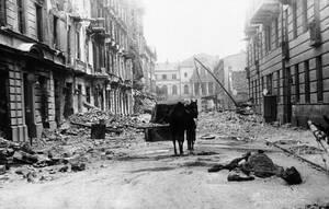1940 Σκηνή απόλυτης καταστροφής στο κέντρο της Βαρσοβίας, στην Πολωνία, μετά την επέλαση των γερμανικών δυνάμεων.