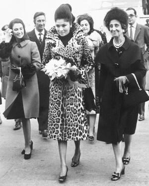 1972 Η πρώτη κυρία των Φιλιππίνων, Ιμέλντα Μάρκος, φτάνει στη Μαδρίτη, μαζί με την πολυπληθή συνοδεία της.