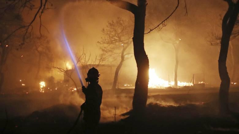 «Το Πυροσβεστικό δεν είναι ταξί να το παραγγέλνουμε. Θα έρθει»: Οι διάλογοι της ντροπής στο Μάτι