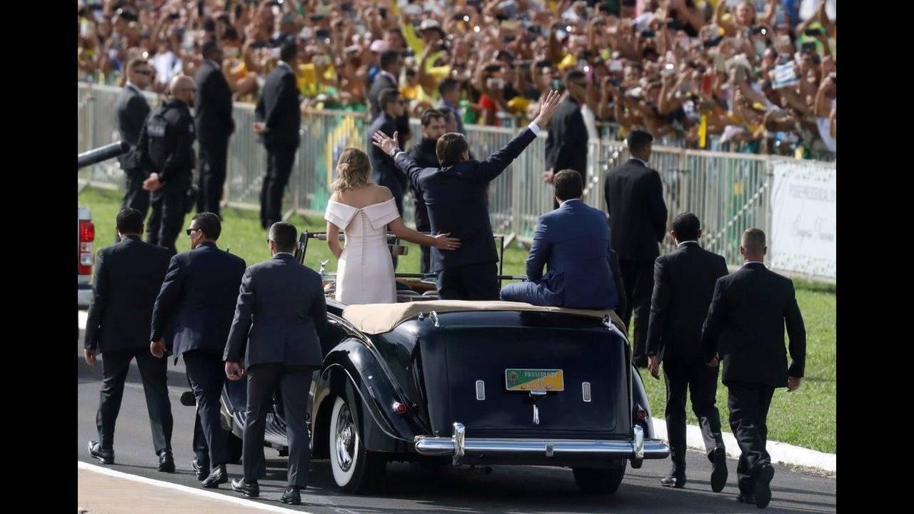 https://cdn.cnngreece.gr/media/news/2019/03/07/168250/photos/snapshot/2019-01-01T193000Z_908945655_RC1335124170_RTRMADP_3_BRAZIL-POLITICS.jpg