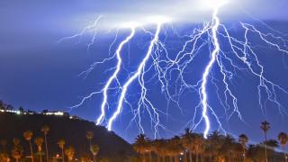 Νυχτερινό... υπερθέαμα κεραυνών στη νότια Καλιφόρνια