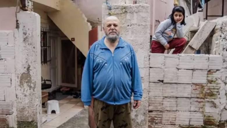 Μυστήριο με άγνωστο που μοιράζει χρήματα στην Κωνσταντινούπολη