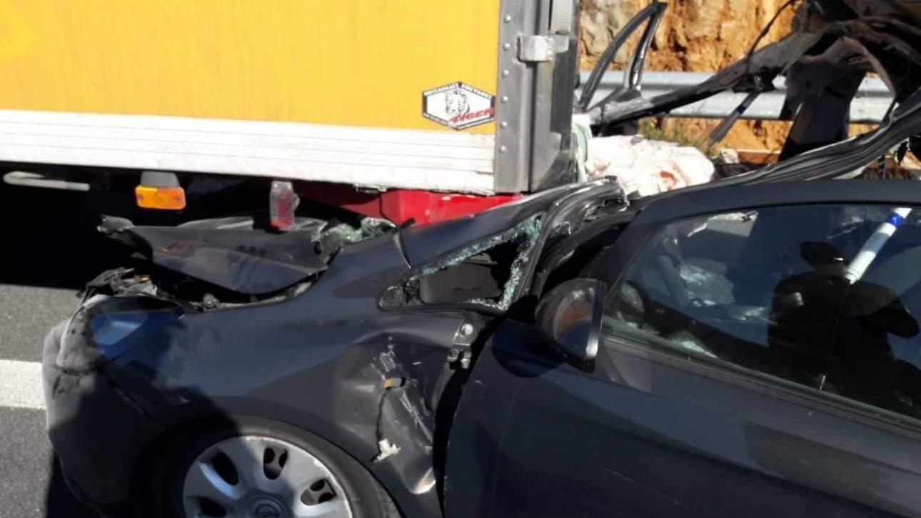 Θανατηφόρο τροχαίο στην Τρίπολη: Αυτοκίνητο συγκρούστηκε με φορτηγό