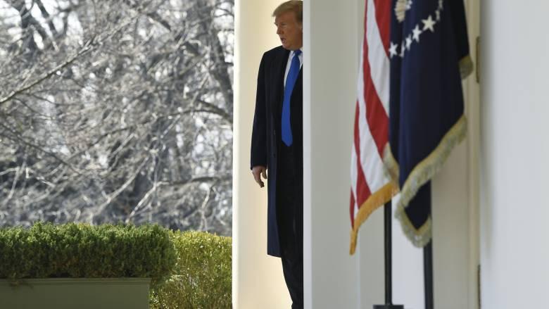 Επικοινωνία Λευκού Οίκου με γερουσιαστές για την ακύρωση της κατάστασης έκτακτης ανάγκης στις ΗΠΑ