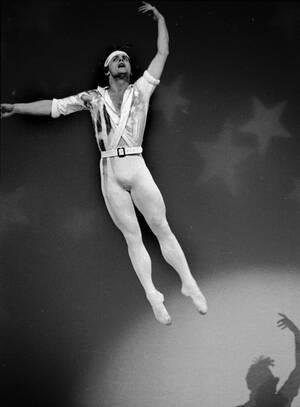 1977 Ο χορευτής Μιχαήλ Μπαρίσνικοφ σε πρόβα στη Νέα Υόρκη.
