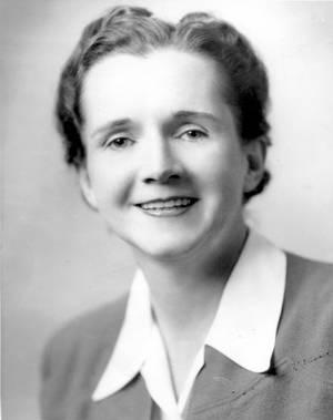 Rachel Carson. Η Ρέιτσελ Λουίζ Κάρσον ( 1907 - 1964) ήταν Αμερικανίδα θαλάσσια βιολόγος και περιβαλλοντολόγος της οποίας το βιβλίο Σιωπηλή Άνοιξη και άλλα κείμενα θεωρούνται ότι ώθησαν την ανάπτυξη του παγκόσμιου περιβαλλοντικού κινήματος.