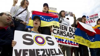 Οι ΗΠΑ απειλούν με κυρώσεις τις χώρες που στηρίζουν Μαδούρο – Στο σκοτάδι η Βενεζουέλα