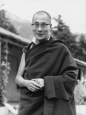 1969 Ο 39χρονος Δαλάι Λάμα, προσφέρεται να παραιτηθεί από τα θρησκευτικά και πολιτικά του αξιώματα, εάν η Κίνα αποχωρήσει από το Θιβέτ.