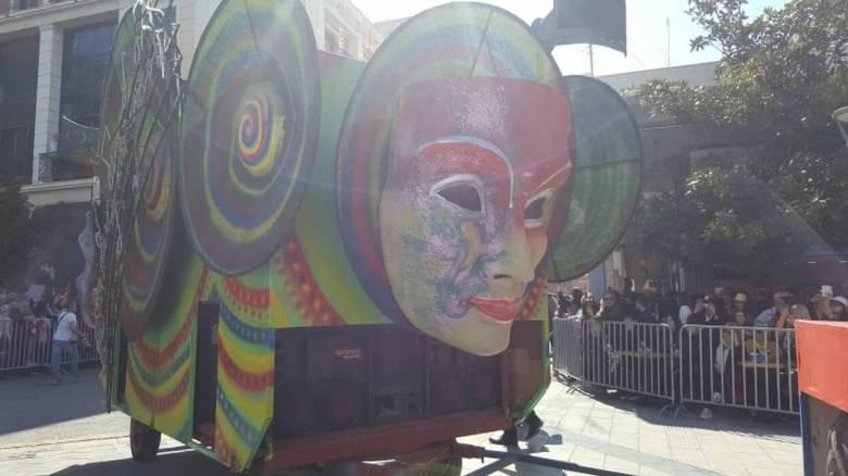 «Πατρινό καρναβάλι για πάντα»: Δείτε LIVE τη μεγάλη παρέλαση