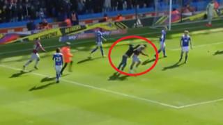 Απίστευτο περιστατικό: Οπαδός εισέβαλε στο γήπεδο και χτύπησε τον αρχηγό της αντίπαλης ομάδας