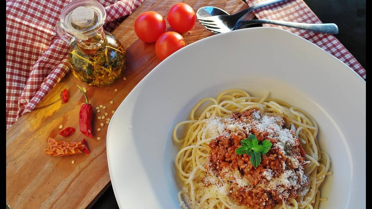 https://cdn.cnngreece.gr/media/news/2019/03/10/168652/photos/snapshot/spaghetti-1987454_1920.jpg