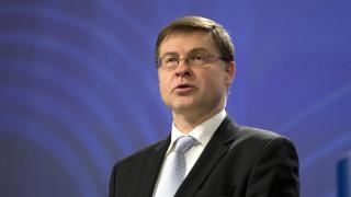 Ντομπρόφσκις για «αντικατάσταση» νόμου Κατσέλη: Δεν υπάρχει συμφωνία